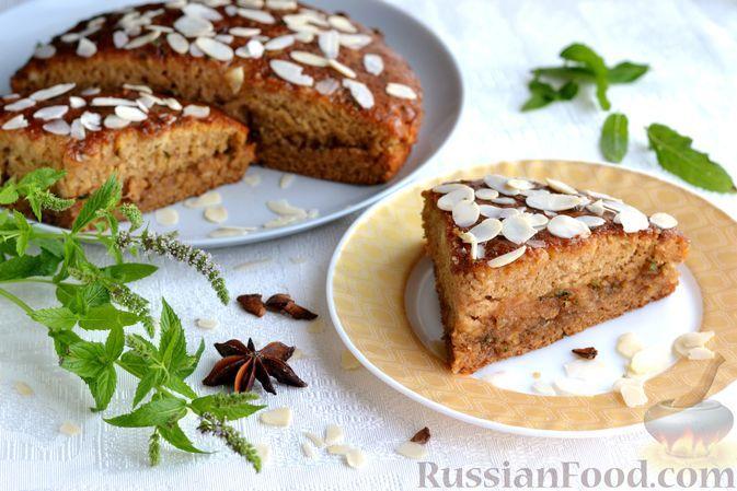 Фото к рецепту: Кабачково-медовый пирог с лимонно-мятной пропиткой