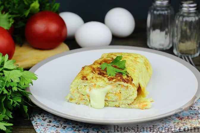 Фото к рецепту: Кабачковый омлет-рулет с сыром