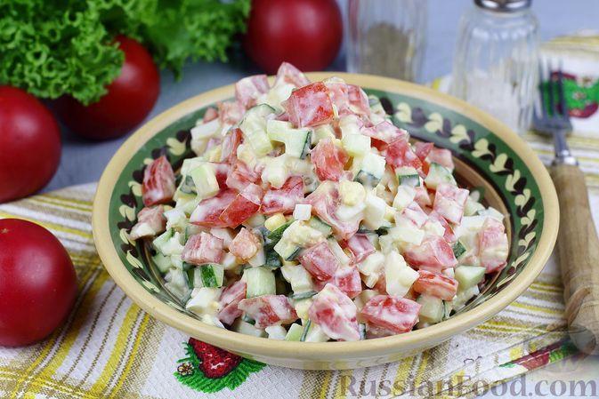 Фото к рецепту: Салат из помидоров, огурцов и яиц