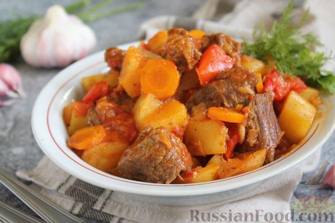 Фото к рецепту: Гуляш из говядины с картофелем