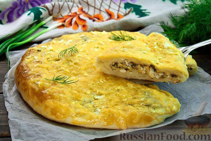 Фото к рецепту: Закрытый дрожжевой пирог с сыром и зеленью