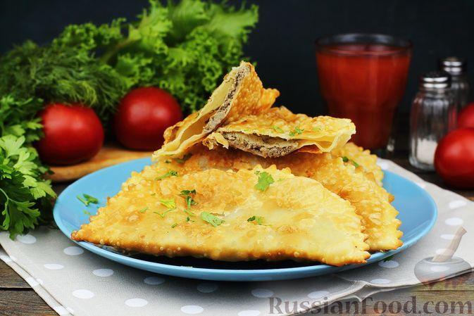 Фото к рецепту: Чебуреки с куриной печенью