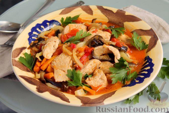 Фото к рецепту: Соте с баклажанами, сладким перцем и курицей