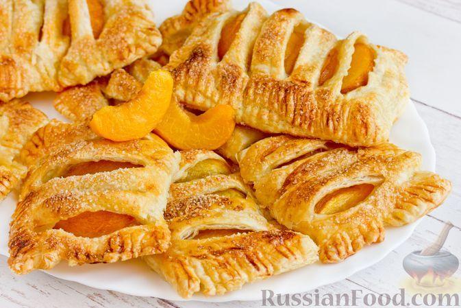 Фото к рецепту: Слойки с персиками