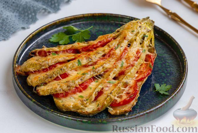 """Фото к рецепту: """"Веер"""" из кабачков с помидорами и сыром (в духовке)"""