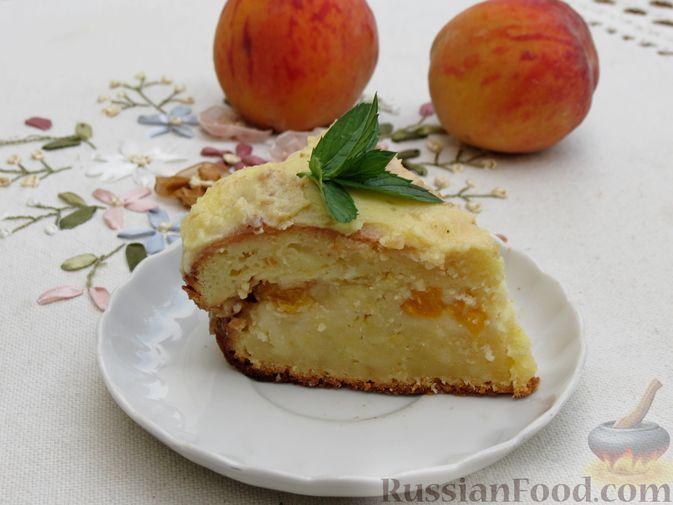 Фото к рецепту: Творожный пирог с персиками, цедрой и сметанной заливкой