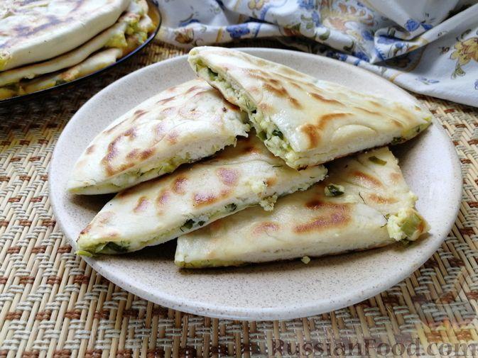 Фото к рецепту: Хычины с творогом и зеленью (на сухой сковороде)