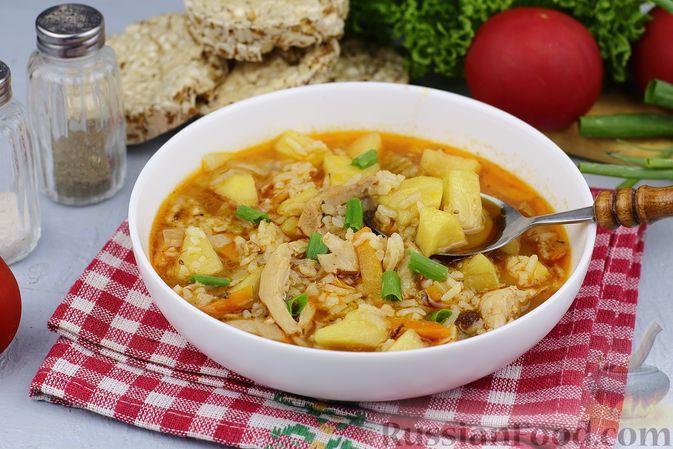 Фото к рецепту: Куриный суп с рисом, яблоком и овощами