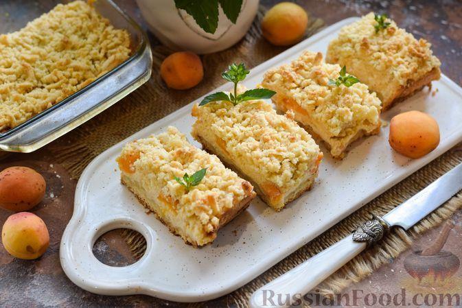 Фото к рецепту: Тёртый пирог с абрикосами и творогом