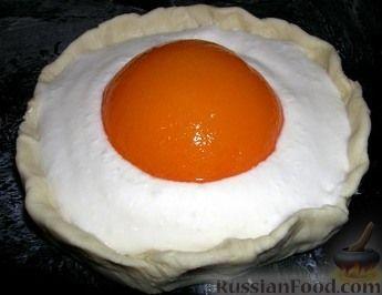 """Фото к рецепту: Пирожное """"Персиковый желток"""""""