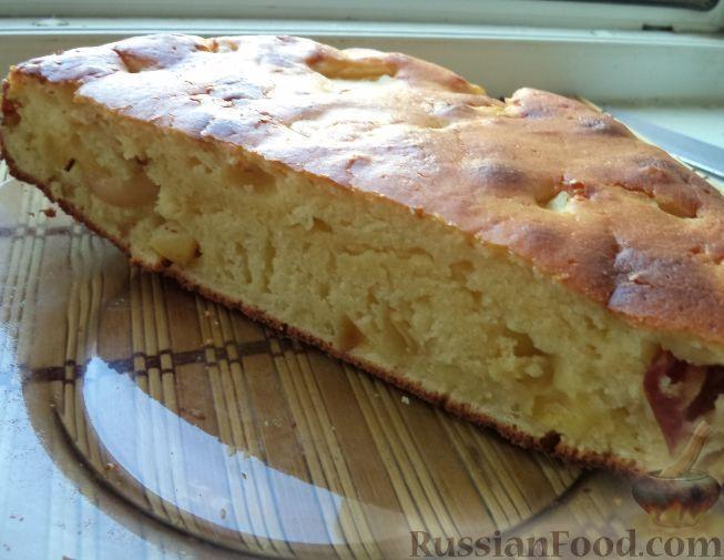 Фото к рецепту: Пирог с яблоками и персиками