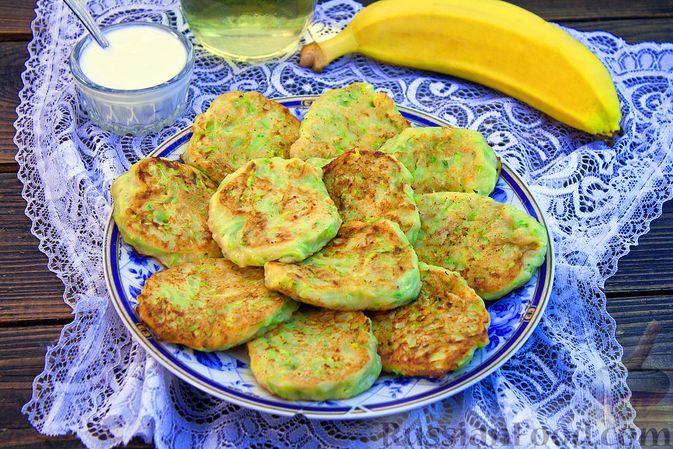 Фото к рецепту: Оладьи из кабачков и банана