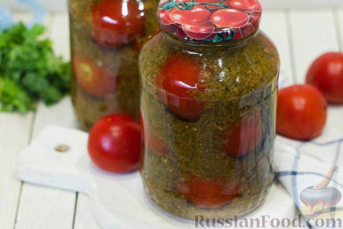 Фото к рецепту: Помидоры, консервированные в зелени и овощах (на зиму)