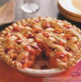 Фото к рецепту: Пирог с вишней, нектарином и абрикосами