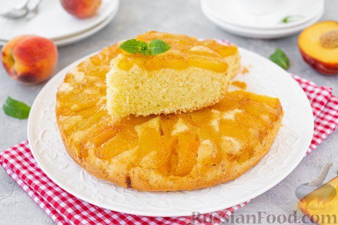 Фото к рецепту: Заливной пирог-перевёртыш с персиками