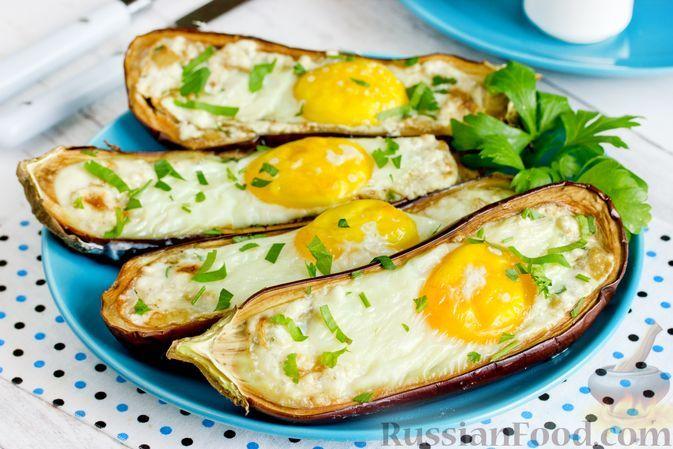Фото к рецепту: Баклажаны, запечённые с сыром фета и яйцами