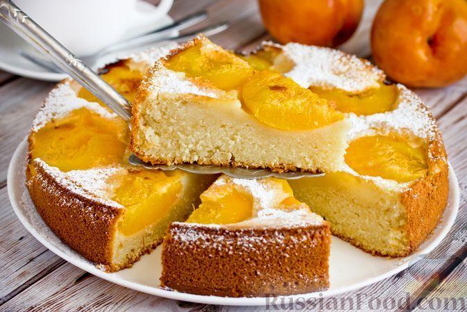 Фото к рецепту: Пирог-перевёртыш с персиками