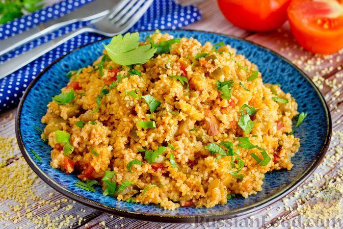 Фото к рецепту: Кускус с баклажанами и помидорами, на сковороде