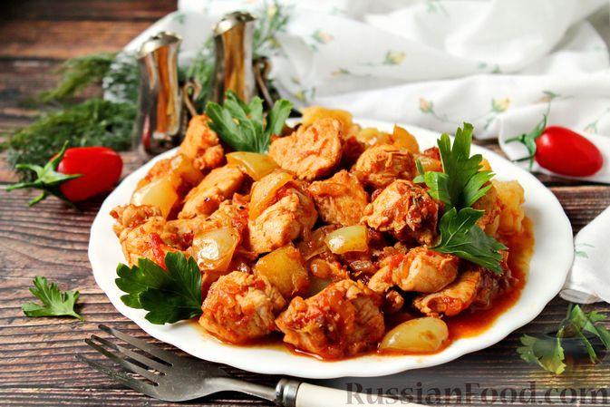 Фото к рецепту: Куриное филе, тушенное со сладким перцем в томатном соусе