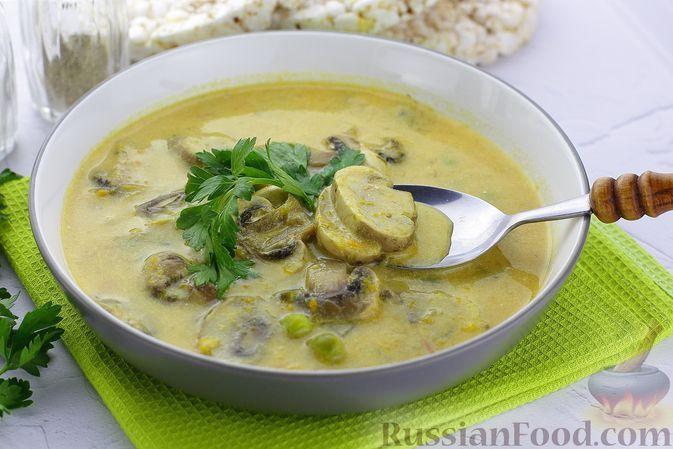Фото к рецепту: Суп-пюре с кабачками, шампиньонами и зеленым горошком