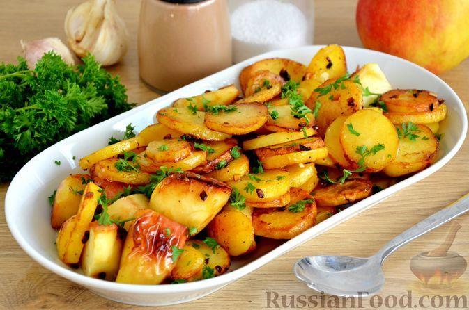 Фото к рецепту: Жареная картошка с яблоками