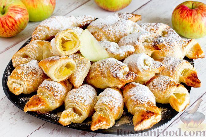Фото к рецепту: Слоёные рогалики с яблоками