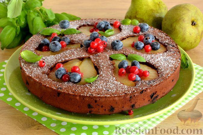 Фото к рецепту: Шоколадный пирог с грушами