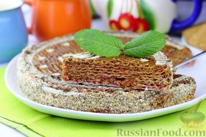 Фото к рецепту: Вафельный торт со сгущёнкой и вареньем
