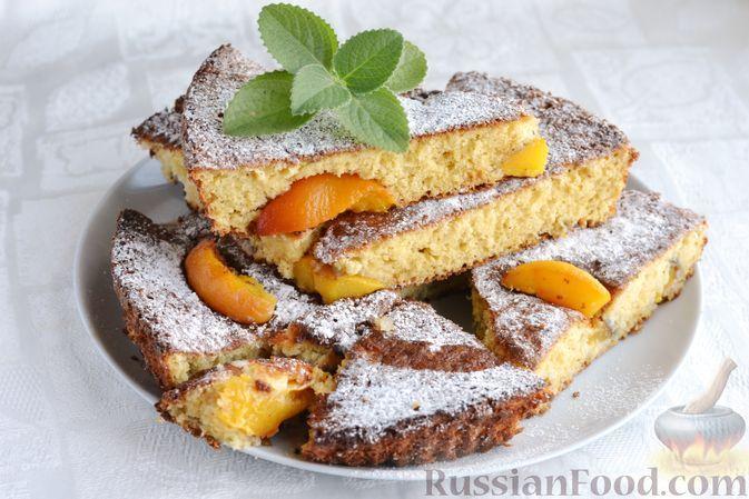 Фото к рецепту: Пирог с персиками, на сметане
