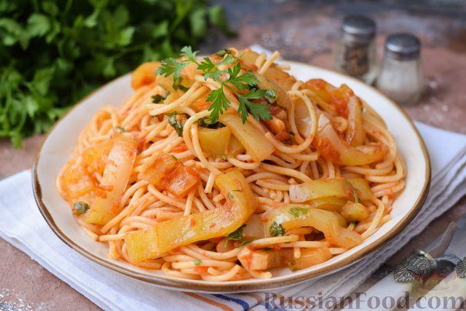 Фото к рецепту: Спагетти со сладким перцем в томатном соусе