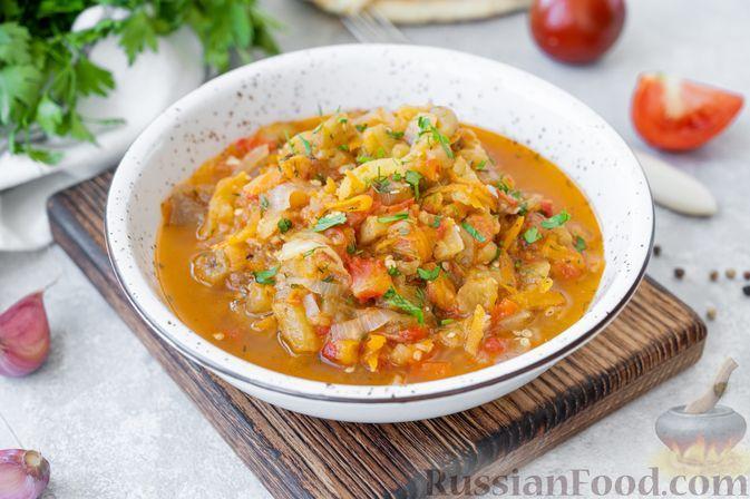 Фото к рецепту: Баклажаны, тушенные с помидорами и сладким перцем