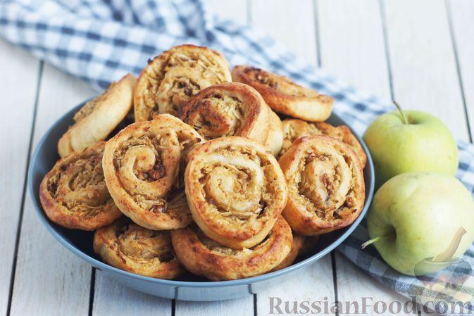 Фото к рецепту: Творожное печенье-улитки с яблоками и грецкими орехами