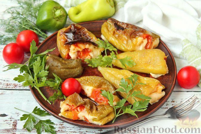 Фото к рецепту: Сладкий перец, фаршированный помидорами и моцареллой (в духовке)