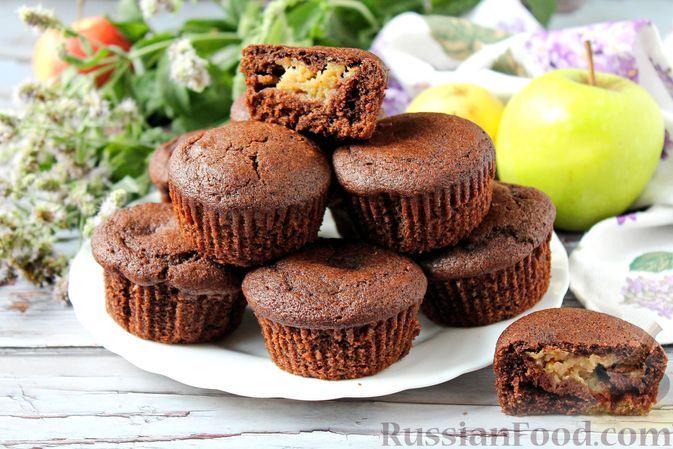 Фото к рецепту: Постные шоколадные кексы с начинкой из яблок