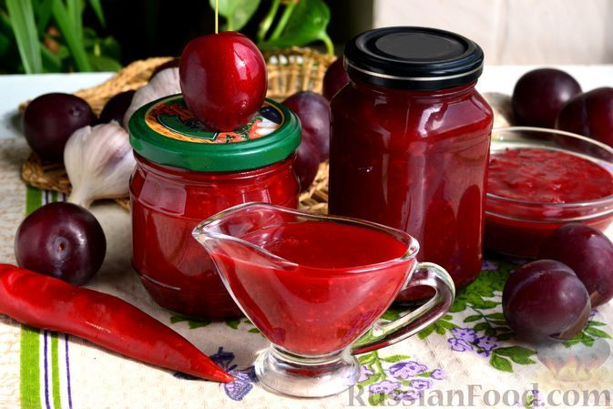 Фото к рецепту: Острый соус из слив с томатной пастой (на зиму)