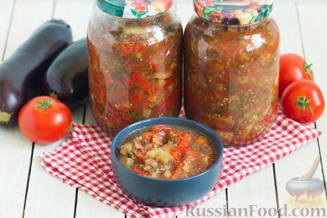 Фото к рецепту: Салат из баклажанов и болгарского перца в томатном соусе (на зиму)