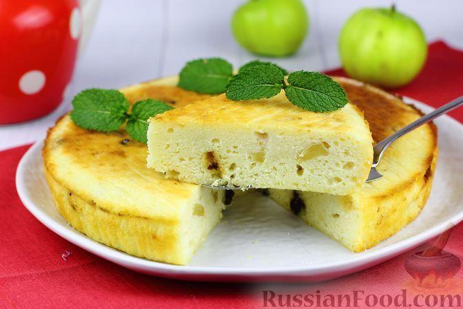 Фото к рецепту: Творожная запеканка с яблоками и черносливом