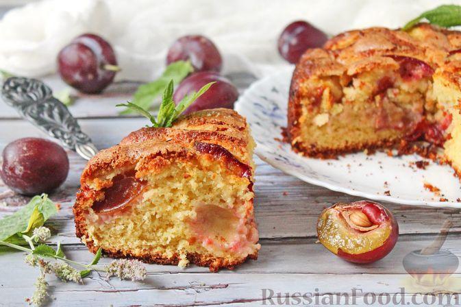 Фото к рецепту: Пирог на сметане, со сливами
