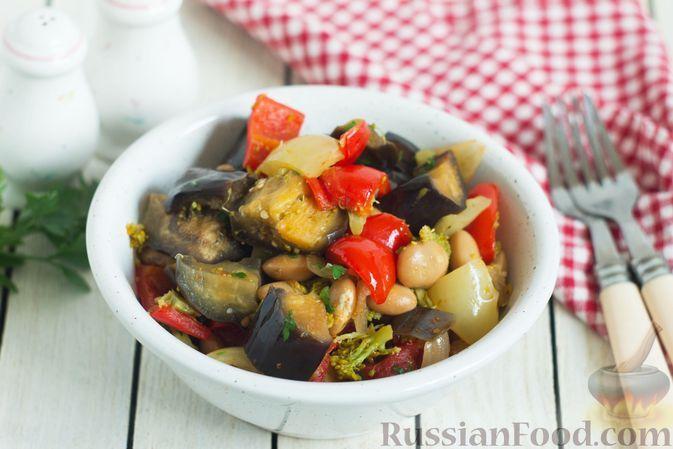 Фото к рецепту: Овощное рагу с баклажанами, брокколи, болгарским перцем и фасолью