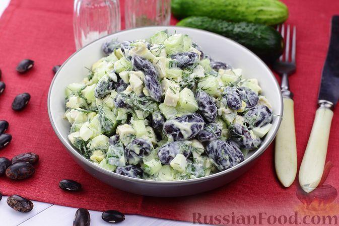Фото к рецепту: Салат с курицей, фасолью, огурцами и яйцами