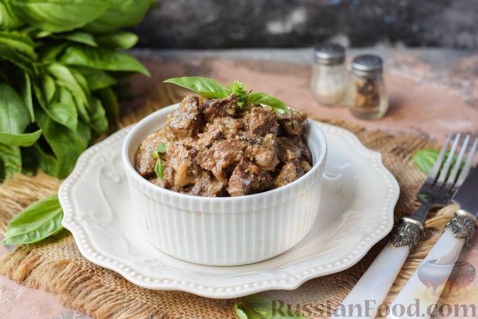 Фото к рецепту: Тушёная говядина в орехово-чесночном соусе
