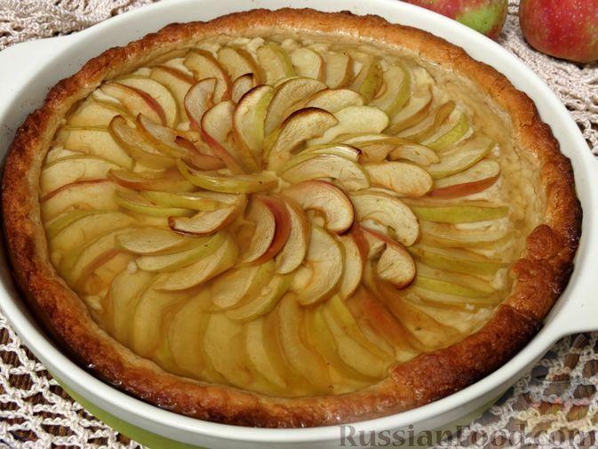 Фото к рецепту: Пирог с яблоками и желе, из песочного теста