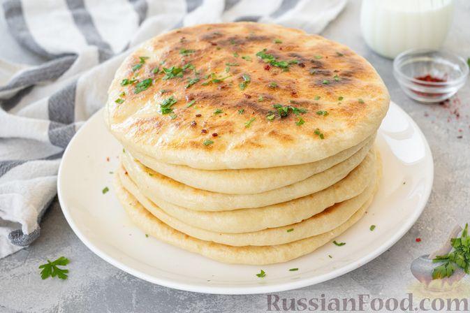 """Фото к рецепту: Турецкие дрожжевые лепёшки """"Базлама"""" (на сухой сковороде)"""