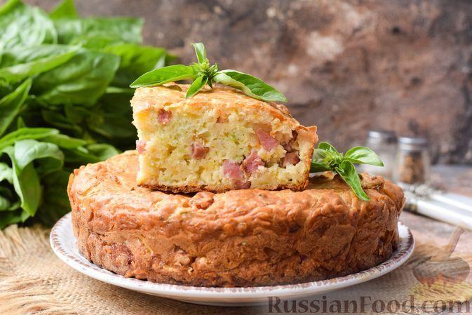 Фото к рецепту: Закусочный кабачковый пирог с ветчиной и сыром
