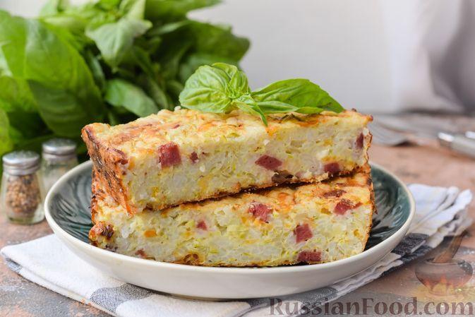 Фото к рецепту: Рисовая запеканка с кабачками и колбасой