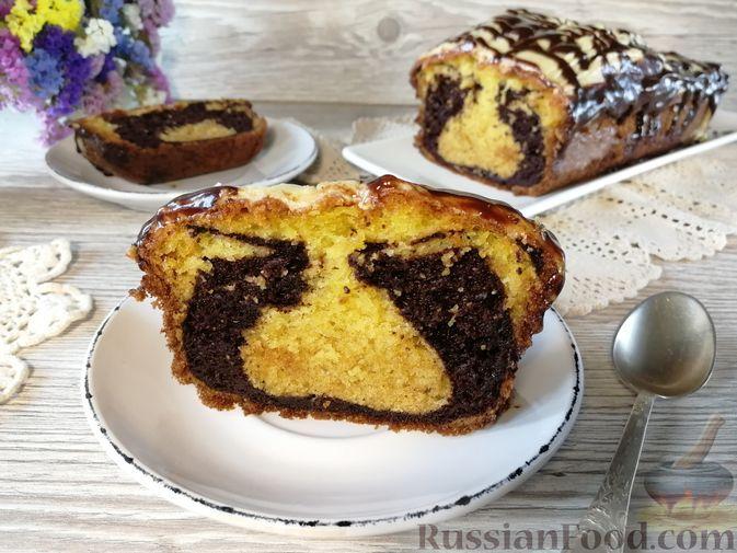 Фото к рецепту: Шоколадно-ванильный кекс с глазурью