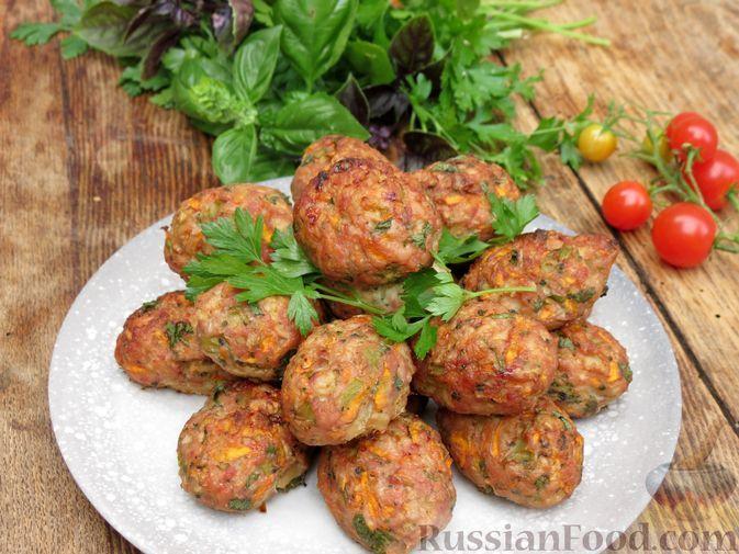 Фото к рецепту: Куриные котлеты с брокколи и цветной капустой (в духовке)