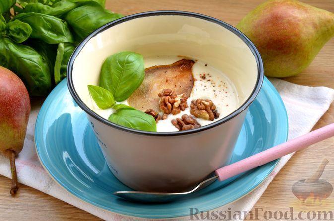 Фото к рецепту: Сырный суп с грушей и грецкими орехами