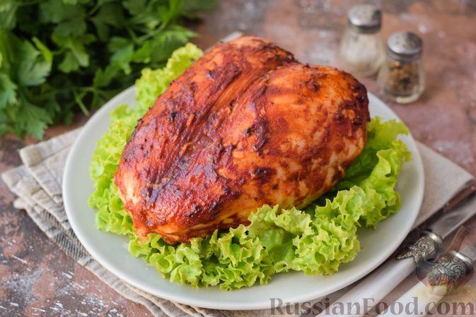 Фото к рецепту: Куриная грудка, запечённая в томатно-соевом маринаде с аджикой