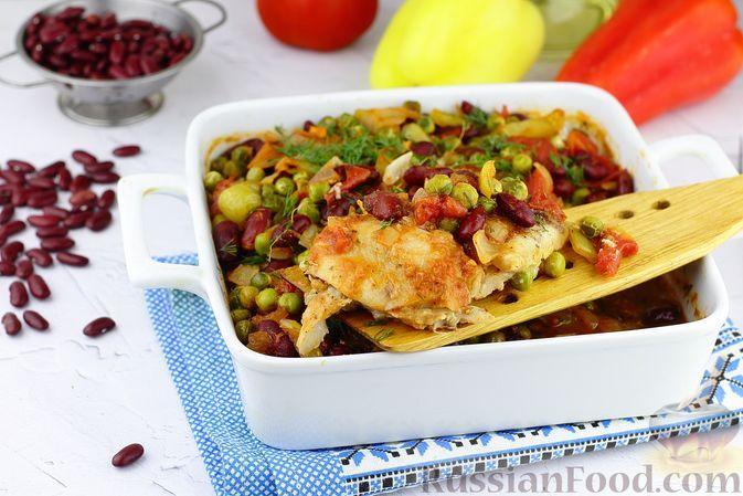 Фото к рецепту: Филе трески с фасолью, горошком и овощами (в духовке)